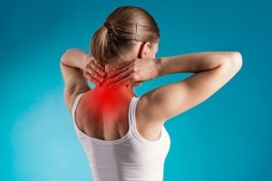 Боли в шее при повороте головы, тяжесть на плечах