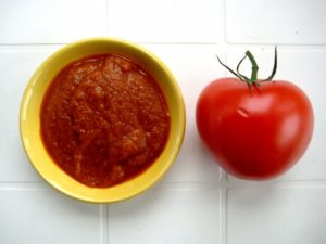 Красный кал от кетчупа