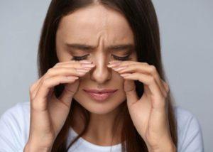 Боль в затылке и мерцание в глазах