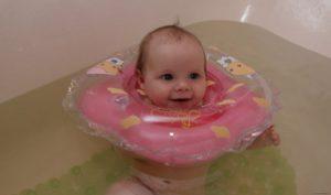 Круг для купания ребёнка при кривошее