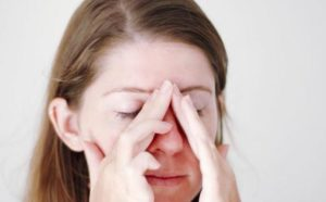 Боль выше переносицы