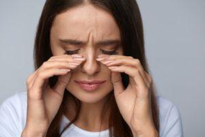 Боль вокруг глаза