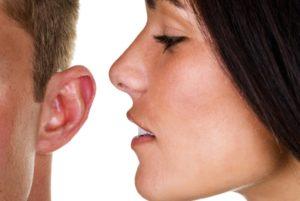 Кто то дышит в правое ухо
